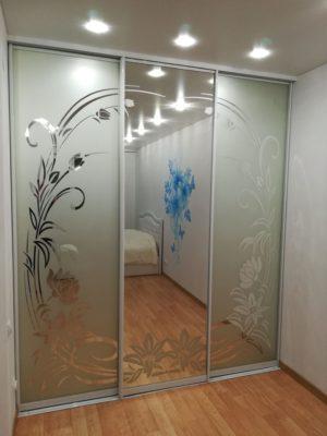 Шкаф-купе встроенный 1800 зеркало/зеркало пескоструйный рисунок