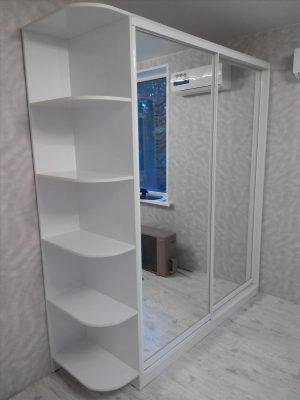 Шкаф-купе со стеллажом 2100 белый/белый с зеркалом