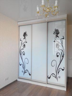 Шкаф-купе 2000 белый/стекло с оракалом